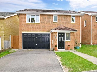 4 bedroom detached house in Chatham