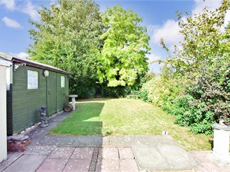 4 bed detached bungalow in Sittingbourne