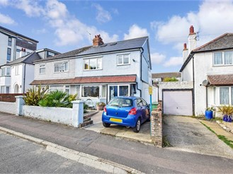 3 bedroom semi-detached house in Hythe