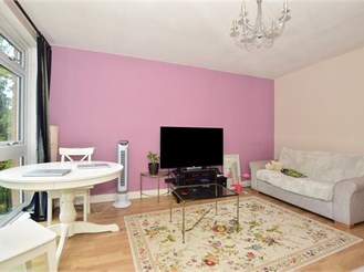 2 bed top floor flat in Purley