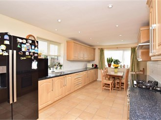 3 bed detached bungalow in Capel-Le-Ferne, Folkestone
