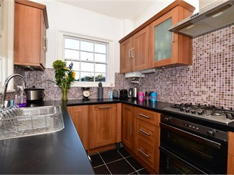 4 bed terraced house in Rochester