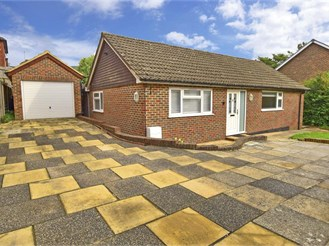 3 bed detached bungalow in Crowborough