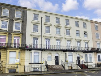 1 bed lower-ground floor converted flat in Margate