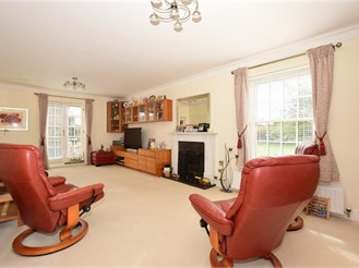 6 bedroom detached house in Kings Hill, West Malling