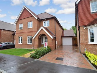 5 bedroom detached house in Hollingbourne