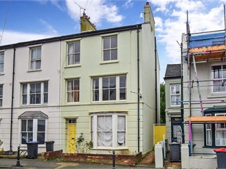 4 bedroom end of terrace house in Canterbury