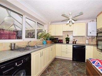 3 bedroom semi-detached house in Eythorne, Nr Dover