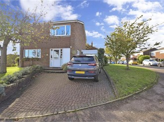 3 bedroom detached house in Martin Mill, Dover