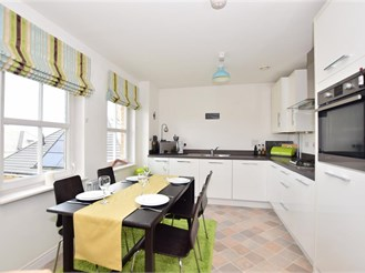 2 bedroom top floor flat in Erith