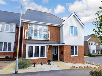 4 bedroom detached house in Holborough Lakes, Snodland
