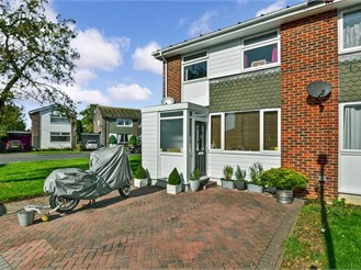 3 bedroom end of terrace house in Hythe