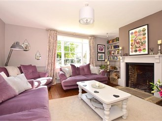 5 bed detached house in Newington