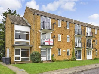 1 bedroom top floor flat in Canterbury