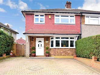 3 bedroom semi-detached house in Sutton At Hone