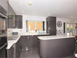 5 bedroom detached house in Rochester