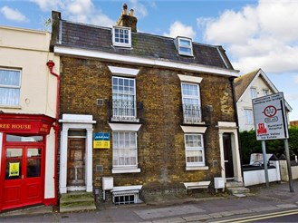4 bedroom terraced house in Dover