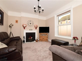 3 bed semi-detached house in Tonbridge
