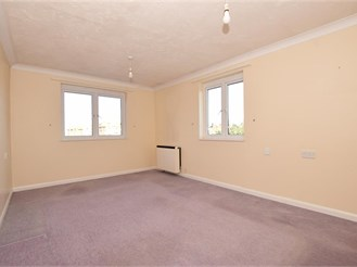 1 bed top floor apartment in Westgate-On-Sea