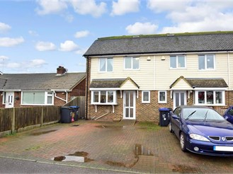 3 bed end of terrace house in Broadstairs