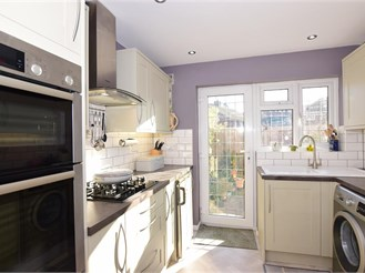 3 bedroom semi-detached house in Frindsbury, Rochester