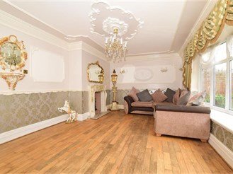 5 bedroom semi-detached house in Erith