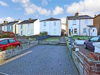 2 bed semi-detached house in Dover