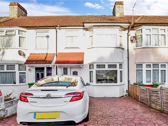 3 bed terraced house in London SE2