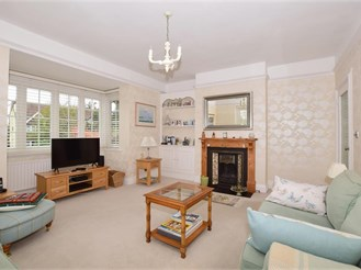 6 bedroom detached house in Purley
