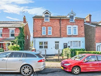 6 bed semi-detached house in Tonbridge