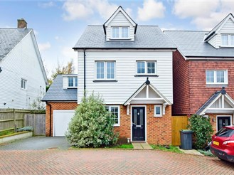 4 bedroom detached house in Bluebell Hill Village, Chatham