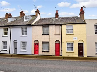 2 bed terraced house in Canterbury