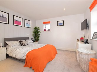 2 bedroom first floor apartment in Kings Hill, West Malling