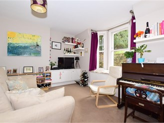 2 bedroom basement converted flat in Canterbury