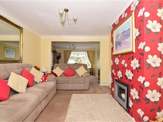 4 bed semi-detached house in Sittingbourne