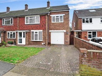 3 bedroom end of terrace house in Lords Wood, Chatham