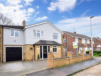 4 bedroom detached house in Lords Wood, Chatham