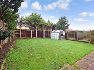 3 bedroom link-detached house in Erith