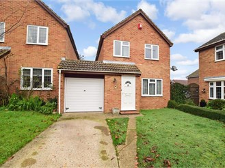 3 bed link-detached house in Erith
