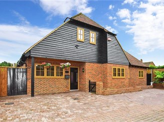 4 bedroom detached house in Littlebourne, Canterbury