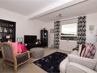 4 bedroom end of terrace house in Dover