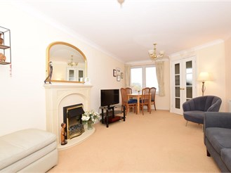1 bedroom top floor retirement flat in Cliftonville, Margate