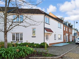 4 bed terraced house in Kings Hill, West Malling
