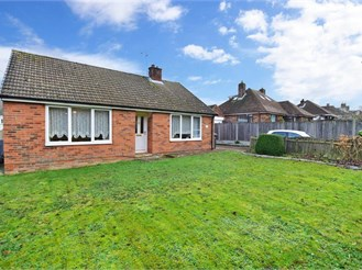 4 bed chalet bungalow in Whitfield, Dover