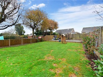 3 bed detached bungalow in Whitfield, Dover