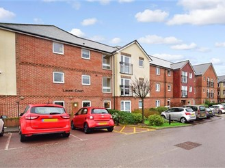 2 bed first floor retirement flat in Cheriton, Folkestone