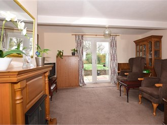 3 bed semi-detached house in Mark Cross, Crowborough