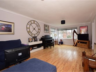 2 bedroom top floor converted flat in Cliftonville, Margate
