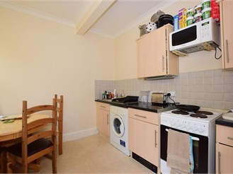 1 bed top floor apartment in Dover