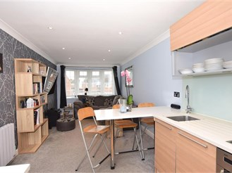 1 bed first floor flat in Rochester